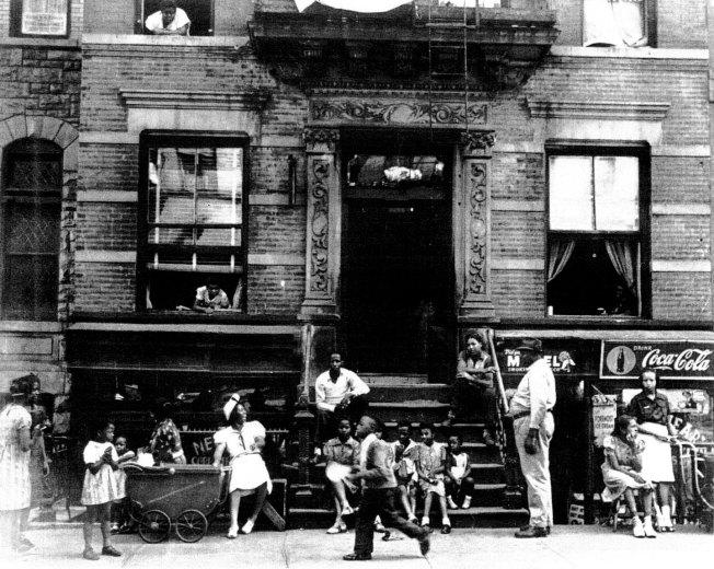 Harlem-Sidewalik-1939-Sid-Grossman003e
